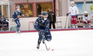Förre Sandvikenspelaren Oscar Stadin gjorde två mål när Peace & Love City vann mot ÖSK i Borlänge.
