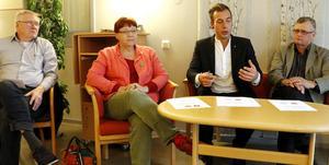 Ulf Axelsson (V), Maria Odheim Nielsen (V), Daniel Andersson (S) och Jonas Kleber (C) presenterade samarbetet för att styra Lindesbergs kommun kommande mandatperiod.