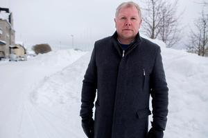 Niclas Hälldahl, teknikchef på Härnösands kommun, under den betydligt snörikare vintern 2018.