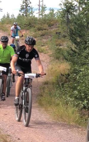 Det gäller att hålla tungan rätt i mun, i varje fall om man är en ovan mountainbikecyklist.