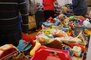 Leksaker i massor. Men så är också bytardagen i första hand en loppis.