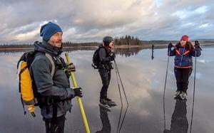 Vännerna Mats Johansson och Maria Stenquist tog med Sebastian och hans fru Carina till Ånnsjön i Jämtland. Bild: Sebastian Hansen