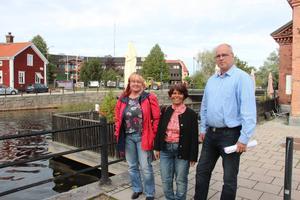 Kommunen kan tvingas förebygga översvämningsrisker i både Faluån och Tisken. Fr v Christina Schedwin, Tiskens vänförening, Katarina Gustavsson (KD) och Jan-Åke Holmdahl, vattensamordnare i Falu kommun.