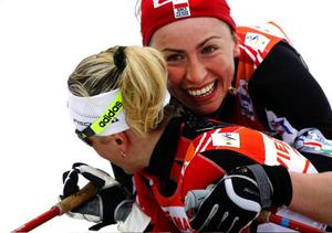 Trean Valentina Sjevtjenko (till vänster) och segraren Justyna Kowalczyk.