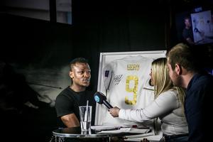 Från tiden när spelarna i ÖFK ännu ställde upp för intervjuer med ÖP och LT. Alhaji Gero i intervjustolen inför säsongen 2018, intervjuad av Amelia Mauritzon och Fredrik Sjölund.
