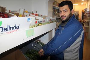 Längst in i butiken hittar man alla grönsaker och frukter.