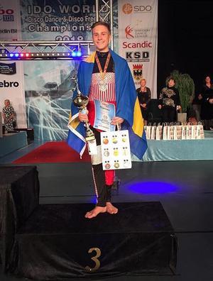 Douglas Junger från Grycksbo, som tävlar i Disco Freestyle representerade Sverige och kammade hem en tredjeplats.