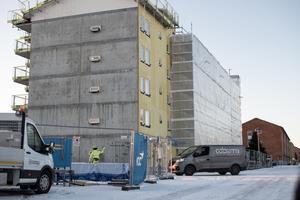 I början av september skadades byggarbetaren Johan Eriksson i en arbetsplatsolycka i Säter.