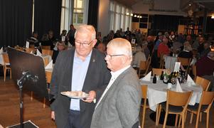 """Grundaren av Grynkorvens Vänner, Gillis Hellberg och fjälstret Tommy Kroon startklara inför inslaget i TV4s """"Efter fem"""". Bild Grynkorvens Vänner."""