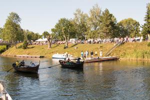 Årorna plaskar i vattnet för första gången när den första kanalkapprodden drar igång.