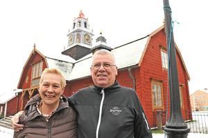 Efter 20 år i turismens tjänst - nu lämnar Ulla och Ken turistbyrån i tingshuset i Kopparberg.