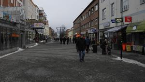 Storgatan i Ludvika fylldes sakta men säkert med köpsugna ludvikabor under lördagen.