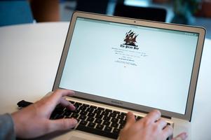Att sprida dessa klipp vidare, som Norrtelje Tidning gör, är därför också ett upphovsrättsbrott. Det är väldigt lätt att dra paralleller till exempelvis den dömda fildelningssajten The Pirate Bay, skriver Markus Berglund. Foto: Vilhelm Stokstad, TT