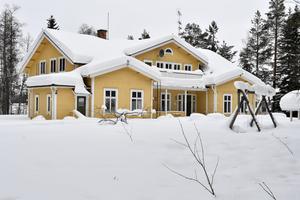 Gula huset, tidigare vandrarhem är till salu och erbjuder 18 rum.