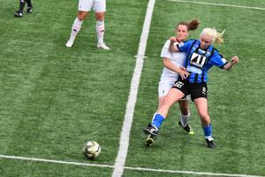 Johanna Engvall går in en närkamp.