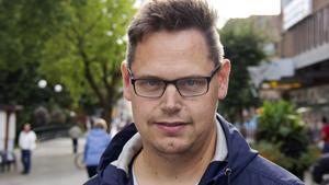 Kommundelsnämndens ordförande, Andreas Trygg (V) vill inte ta ställning och stötta kampen för en bevarad nämnd innan han sett vad den pågående utredningen kommer fram till.