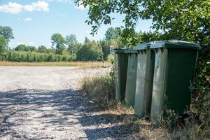 I mer än två år har ärendet om sophanteringstaxor för fritidshus i Vansbro kommun valsat runt bland landets rättsinstanser.