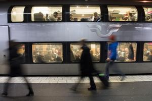 Pendling med tåg kräver en fungerande svensk järnväg. Och där är vi inte ännu. Foto: Fredrik Sandberg / TT