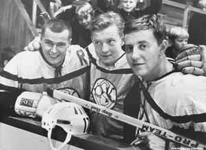 Tre av ÖSK-spelarna 1965: Lars Rahmberg, J.O. Kroon och Yngve Hindrikes. Foto: Specialfoto Åke Ahlstrand, Börje Gustavsson, Jan Holmlund och Rolf Carlsson (Bildkälla: Örebro stadsarkiv)