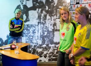 Pia Sundhage hoppas att både Kristin och Marie Hammarström gör comeback.