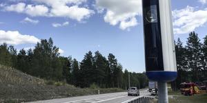 Fartkameror där de enfiliga sträckorna på 2+1-vägen börjar skulle dra in pengar till statskassan, anser insändarskribenten.