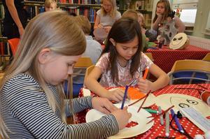 Alva Eriksson och Melina Hansson jobbade koncentrerat.