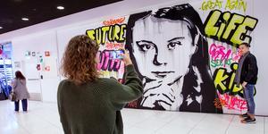 Greta Thunberg är numera också motiv för en väggmålning i en galleria.