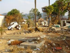 Förstörelsen var omfattande. Uppemot 230 000 människor uppskattas ha mist livet i katastrofen.