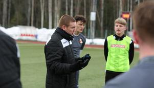 Tony McNally tar klivet från att vara assisterande tränare i Ytterhogdal till att nu ta huvudansvaret under 2020.