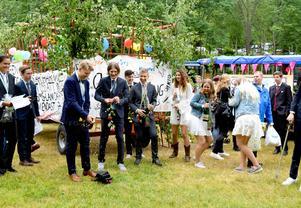 Innan Säters niondeklassare gav sig iväg i sina lövade vagnar passade de på att fira examensdagen med cider. På kvällen fortsatte firandet på Gröna Lund.