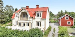 Huset i Brunflo är byggt 1920 och har sju rum och en boarea på 186 kvadratmeter. Foto: Svensk Fastighetsförmedling