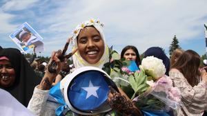 Luul Hassan som har gått Barn och fritid är jätteglad att hon nu har tagit studenten.