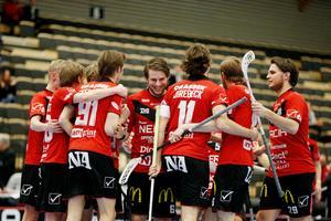 Örebro Innebandy förhandlar med flera nya spelare. Bland annat ett brödrapar från Salem.
