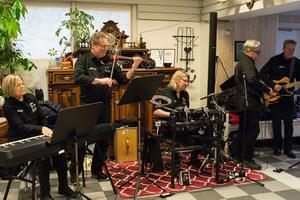 Birgitta Mårtensson, Kenneth Berg, Börje Johansson, Sven-Gösta Näslund och Roger Cederwall spelar främst på äldreboenden under Strömsunds kulturvecka.