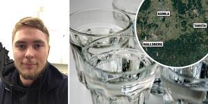 Fritidspedagogen Niklas Bergström har kokat vatten till skolans elever under fredagsförmiddagen.