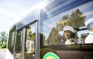 De hann till bussen med god marginal, nu är de på väg till in till Sundsvall.