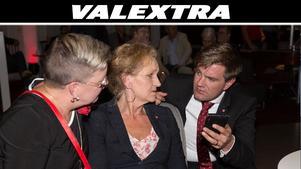 Ingela Nylund Watz, Boel Godner och Elof Hansjons är Socialdemokraternas tre toppkandidater. Under partiets lokala valvaka följde de rösträkningen tillsammans.
