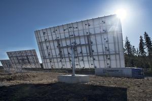 En solpark med  91 stycken solcellspaneler finns det mellan Västerås och Enköping.