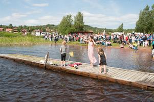 Folkfest på Siljansnäsrodden.