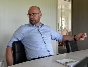 Mora IK:s meste spelare genom tiderna – Micke Simons – gillar vad han ser i lagbygget till klubbens omstart i Hockeyallsvenskan.