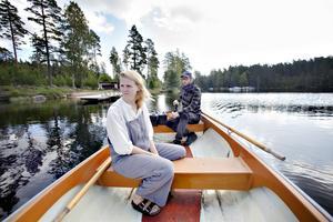 Båten drivs fram av en elmotor vilket gör att sjön och fåglarna hörs tydligt.
