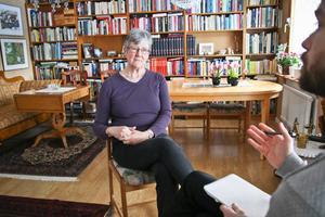 Tidigare utrikesministern Lena Hjelm-Wallén minns sitt möte med Sally Mugabe. Om hon hade fått leva så tror Lena Hjelm-Wallén att utvecklingen i Zimbabwe hade varit betydligt bättre.