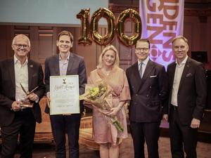 Pristagare från Nord-Lock tillsammans med prins Daniel. Vd Fredrik Meuller, till vänster, tog emot exportpriset. Foto: Pressbild