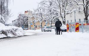 När fotgängare, bilar, bussar och annan trafik ska samsas om en sådan liten väg som Markusgatan är, då får man som trafikant ofta visa på gott tålamod.