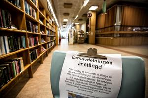 Barnavdelningen är stängd. Men flyttad. I dag huserar man mitt i Ljushallen på Falu stadsbibliotek dit man flyttat barn- och ungdomsböcker och leksaker.