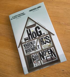 """I sin bok """"Hög på hus, vägen till det perfekta boendet"""" beskriver Alexander Norén sin egen bostadskarriär."""