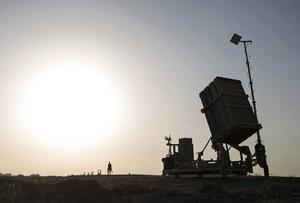 En israelisk soldat nära staden Sderot i södra Israel.