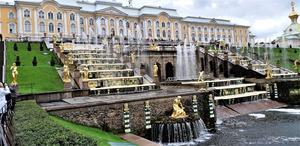 Parken vid Petershof i Sankt Petersburg.