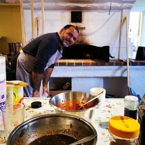 Ammar bakar gott bröd och värme och doft sprids ljuvligt!