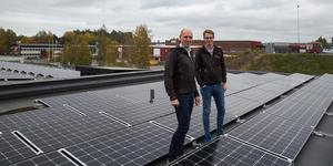 Morabergs studiecentrum ligger mellan Morabergsvägen och Stockholmsvägen och är en av åtta befintliga byggnader som Telge fastigheter, här i form av Niklas Faltz och Karl Samuelsson, förser med solceller under 2018.